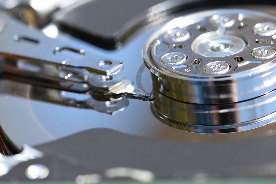 Principales diferencias entre un disco duro SATA, SAS o un disco duro SSD